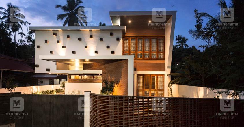 7-cent-thrissur-home-night