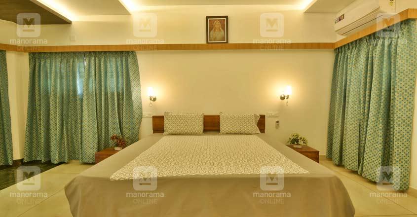 luxury-house-kaduthuruthy-bed