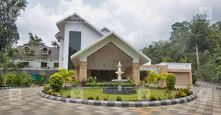 luxury-house-kaduthuruthy-exterior