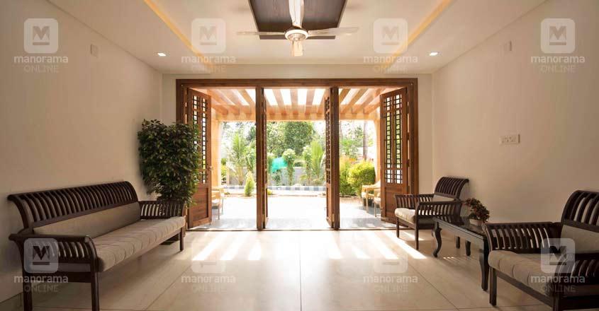 luxury-house-kaduthuruthy-patio