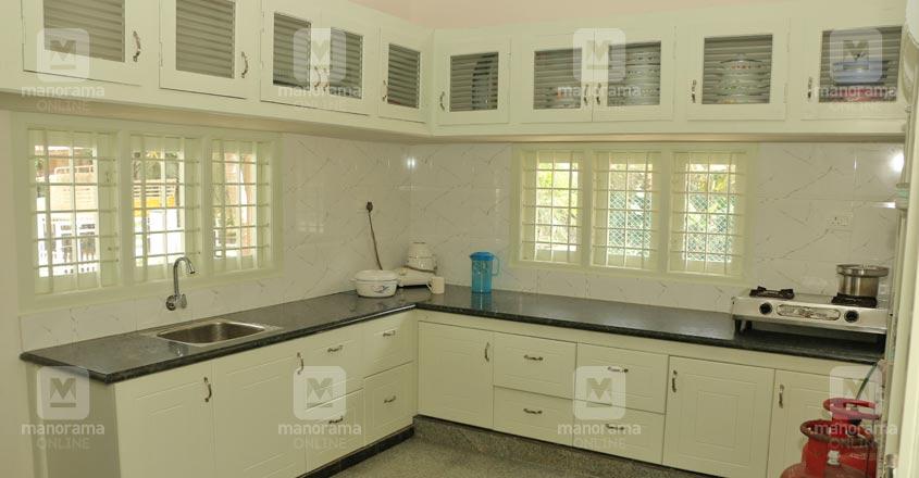 22-lakh-home-edakara-kitchen