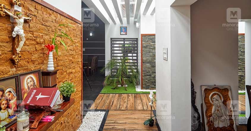 nri-house-paruthumpara-courtyard