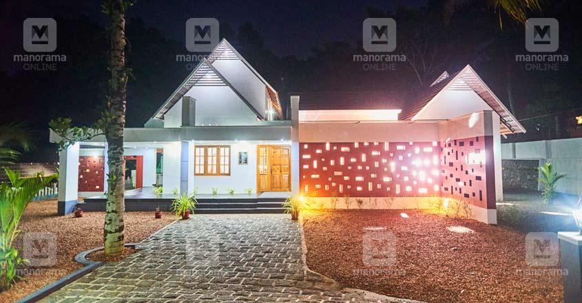 nri-house-paruthumpara-night