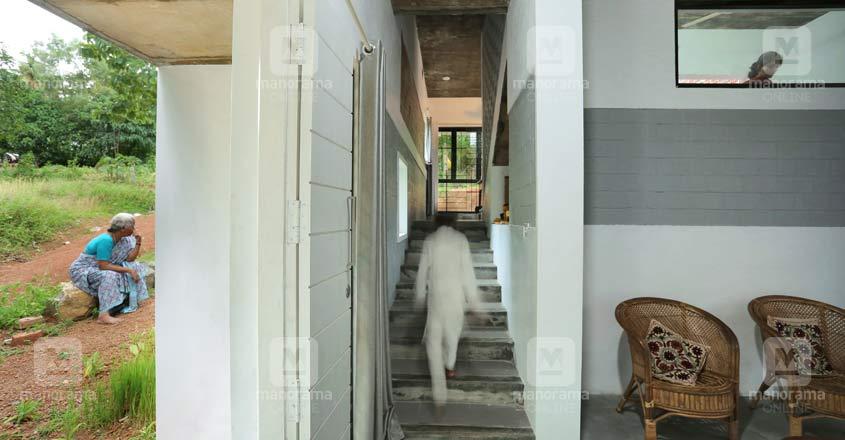 12-lakh-home-chathanur-entrance