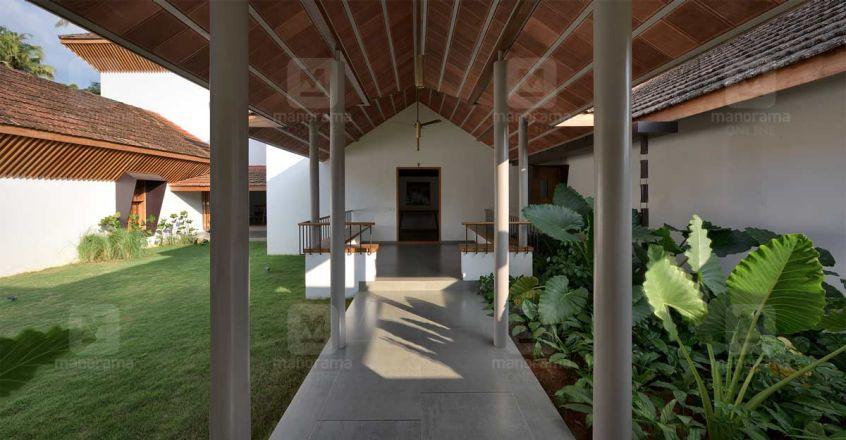 traditional-house-aloor-foyer