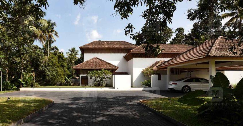 traditional-house-aloor-yard