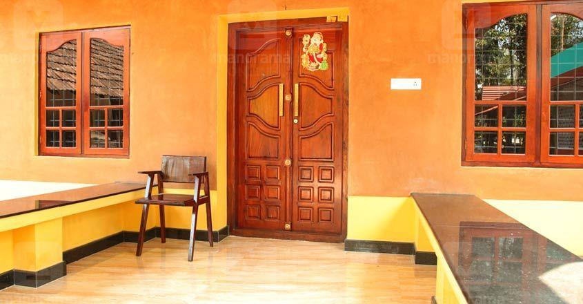 traditioanl-renovation-thrissur-sitout-new