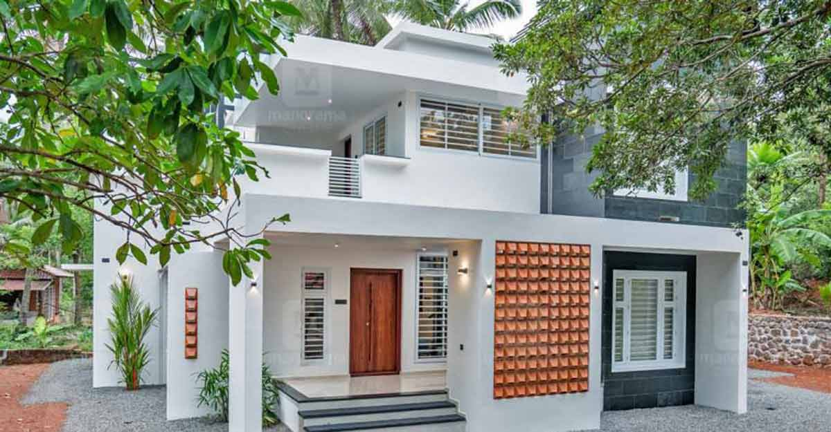 A cute cottage home in Kottakkal with a signature of luxury