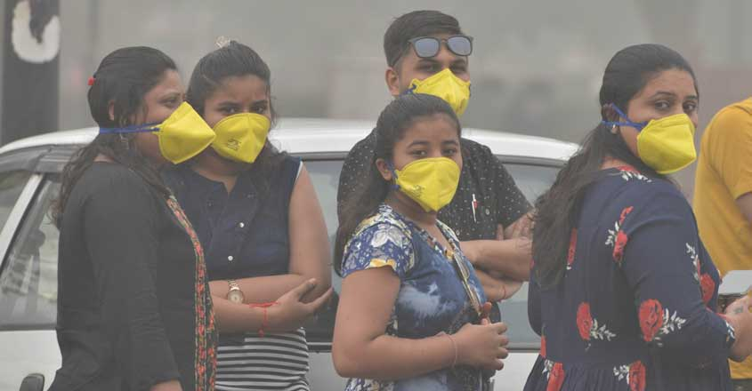 New Delhi: People wear masks to protect themselves from air pollution as smog engulfs New Delhi on Nov 3, 2019. (Photo: IANS)