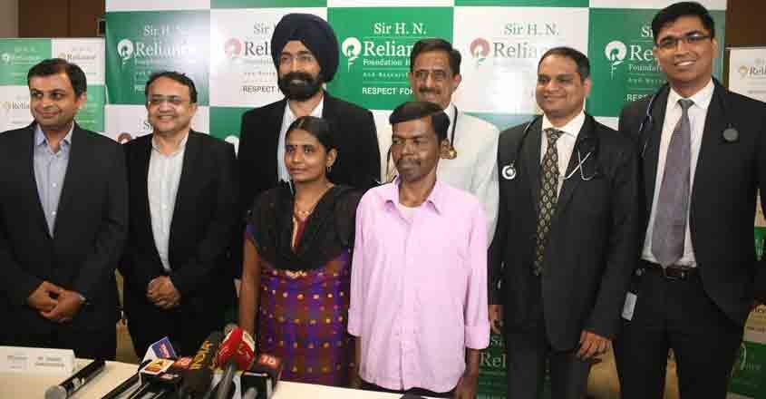 Mumbai: Dr. Soumil Vyas, Dr. Pravin Agarwal, Dr A.S. Soin, Dr Chetan Bhatt, Dr Chetan Kalal, Dr Anil Singh with patient Santosh Bhendigiri and his wife Rupa Bhendigiri at a press conference in Mumbai. (Photo: IANS)