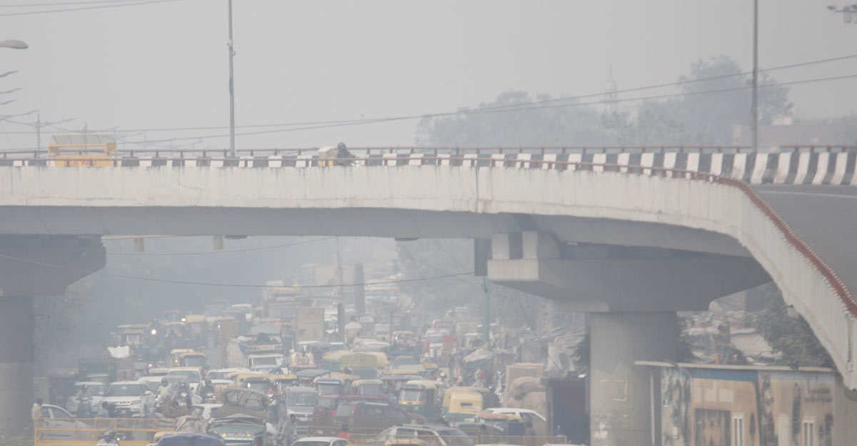 New Delhi: Smog in New Delhi. (Photo: IANS)