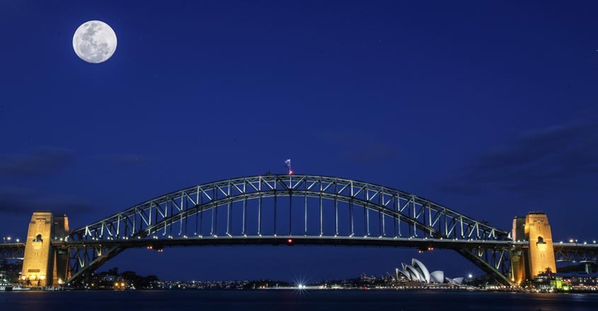 SYDNEY, Sept. 24, 2018 (Xinhua) -- The multi-exposure photo taken on Sept. 23, 2018 shows the moon above the Sydney Harbour Bridge before the Mid-Autumn Festival in Sydney, Australia. (Xinhua/Bai Xuefei/IANS)