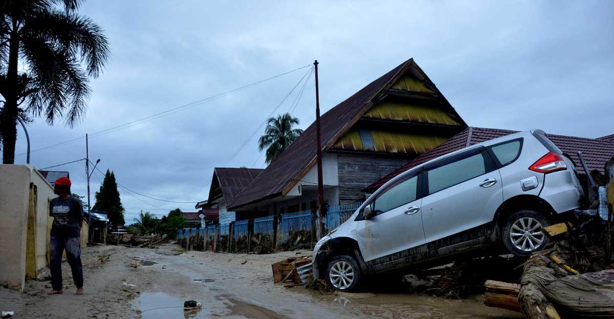 flash floods indonesia survive