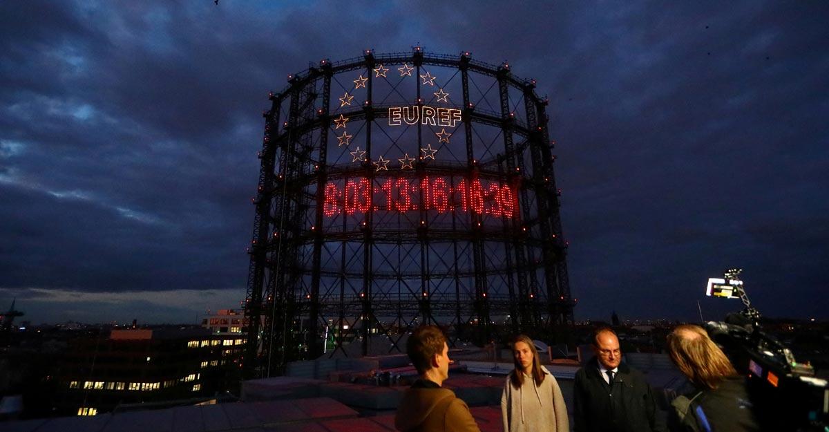 giant carbon clock