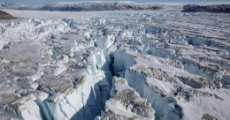 Huge chunk of Greenland's ice cap breaks off, scientists raise the alarm