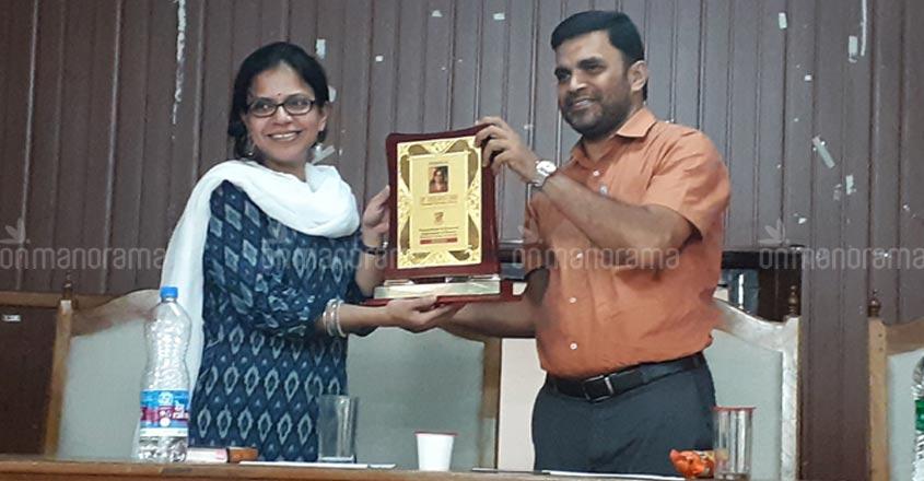 Limits on research in History, alerts seminar at Maharaja's