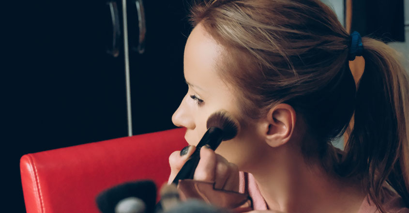 Here is a list of make-up essentials for your summer vacation kit