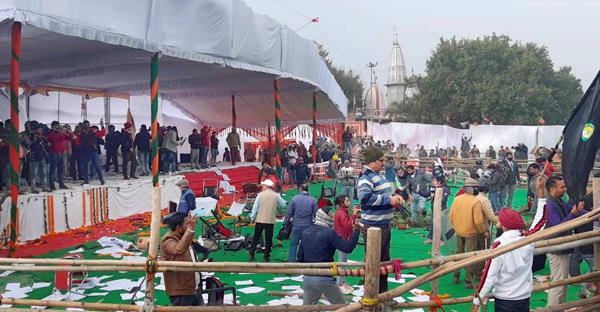 Farmers vandalise venue of Haryana CM's 'Kisan Mahapanchayat' in Karnal