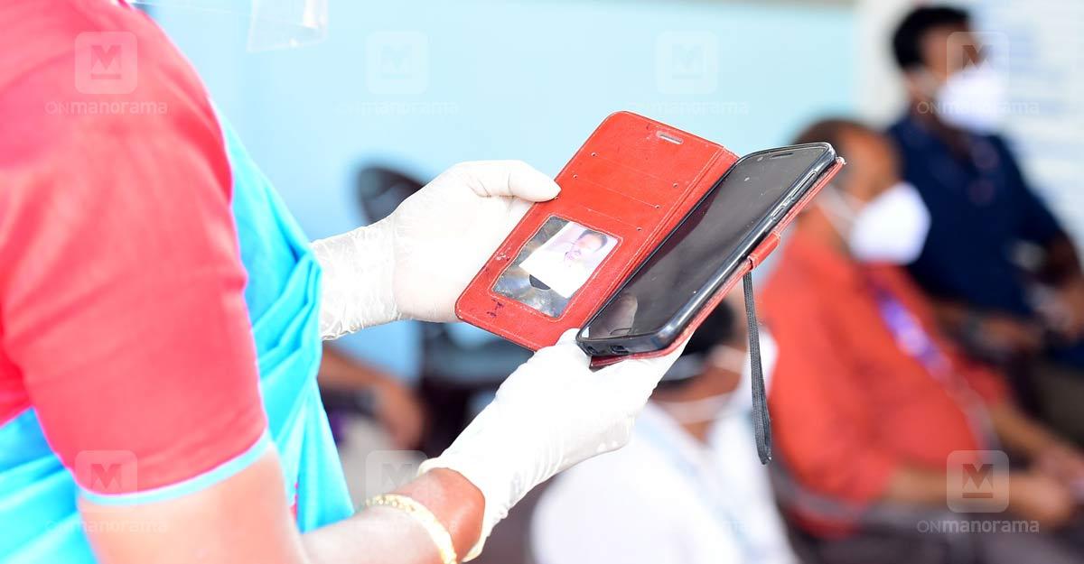 India's COVID-19 vaccination drive hits bump due to app glitch
