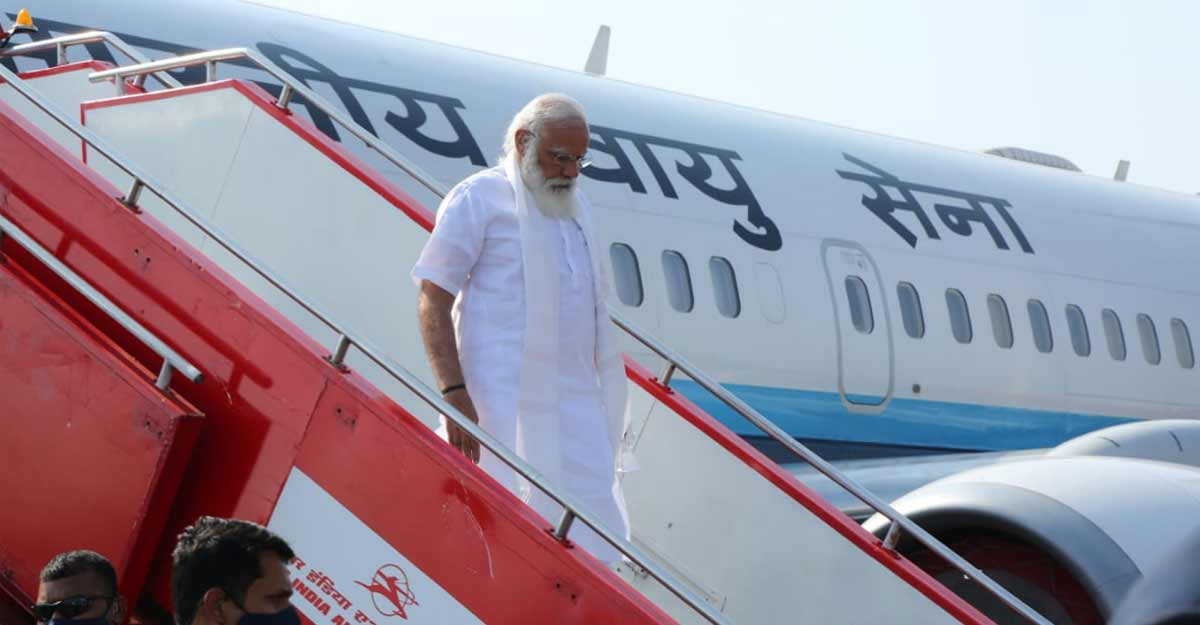 On the eve of elections, Modi refuses to add shine to Pinarayi's pro-development image