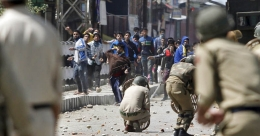 Kashmir: as army defenses crumble under a shower of stones