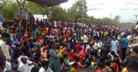 Cyclone Ockhi: Thousands stage protest in Kanyakumari; trains canceled