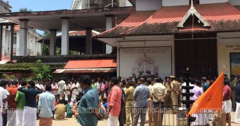 Devotees shut Parthasarathy temple from inside, prevent Devaswom official from taking charge