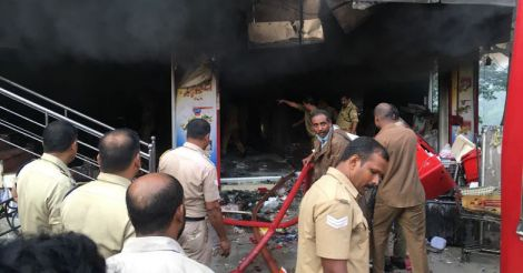 Fire engulfs commercial building in Kottayam, no causalities