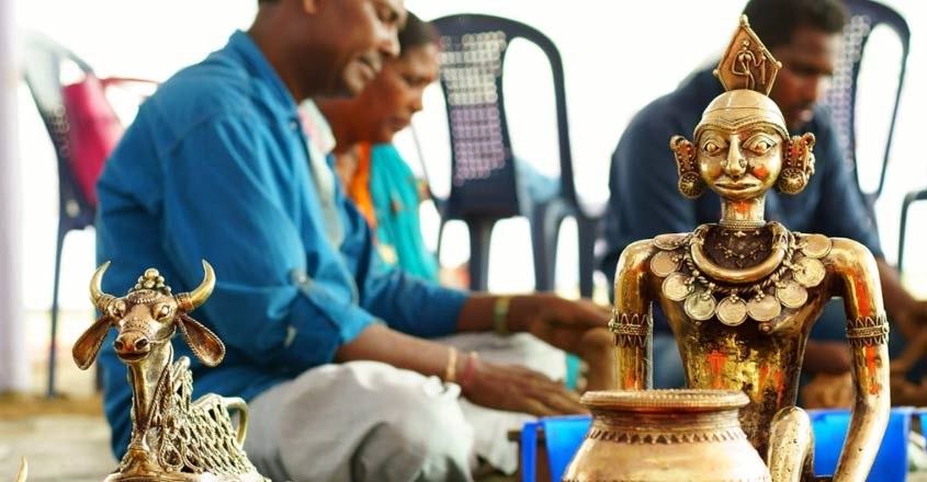 New-age sculptors exchange notes with traditional craftsmen