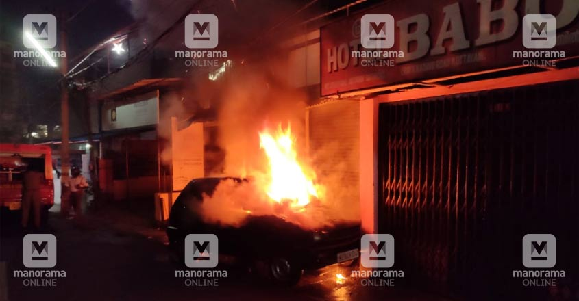 Car catches fire in Kottayam, driver escapes