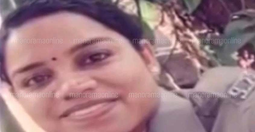 Lady cop killed after traffic policeman sets her on fire at Mavelikkara