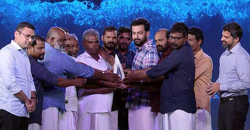 Fish workers honoured with Manorama News Newsmaker Award are Gods: Prithviraj