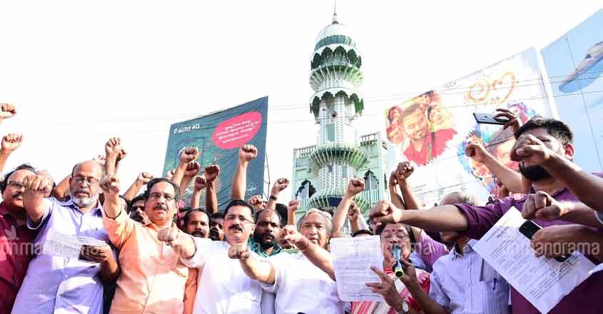 In Photos: Kerala Chief Minister Pinarayi Vijayan leads 620km human chain against CAA