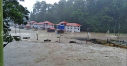 Heavy rains lash Kerala, red alert in 4 districts tomorrow; Meenachil River breaches its banks
