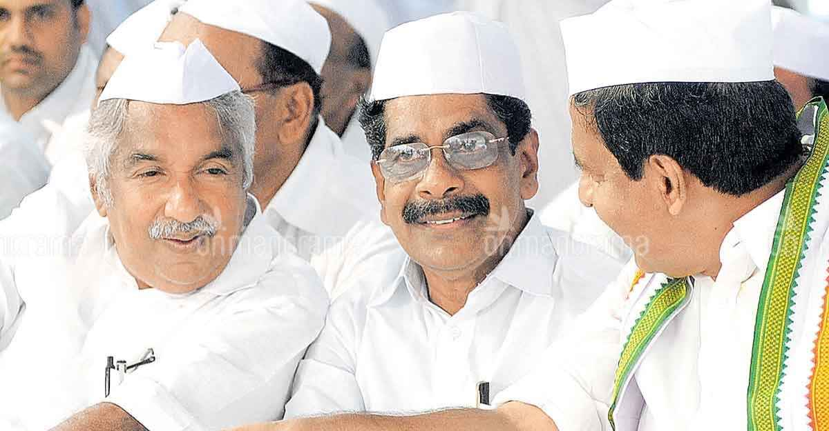 Oommen Chandy and his fellow Congress leaders