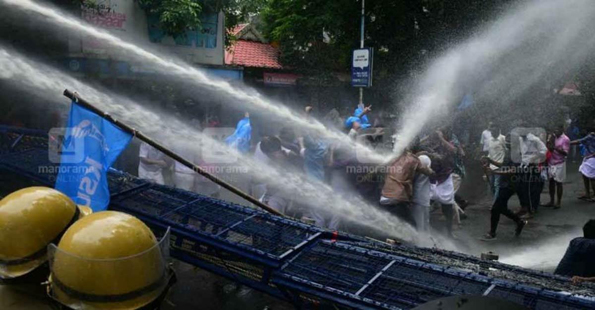 In 8 days, Kerala authorities sprayed 2.3 million litres of water on anti-Jaleel protestors