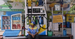 Petrol price hiked by 53 paise/litre, Rs 6.55 increased in 12 days