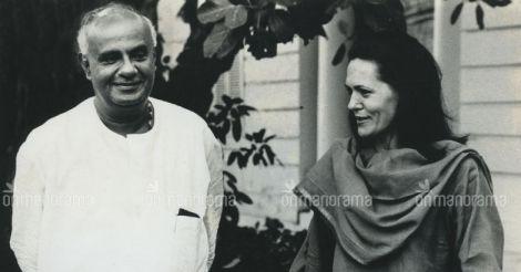 Sonia Gandhi with Deve Gowda