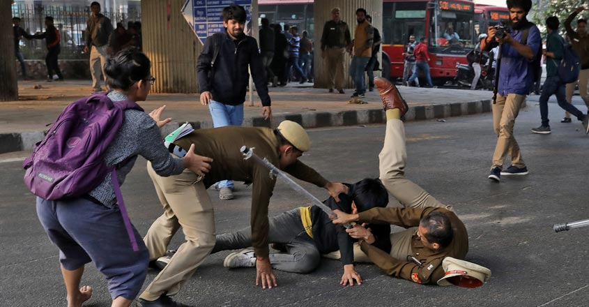JNU students battle police lathicharge on way to Rashtrapati Bhawan