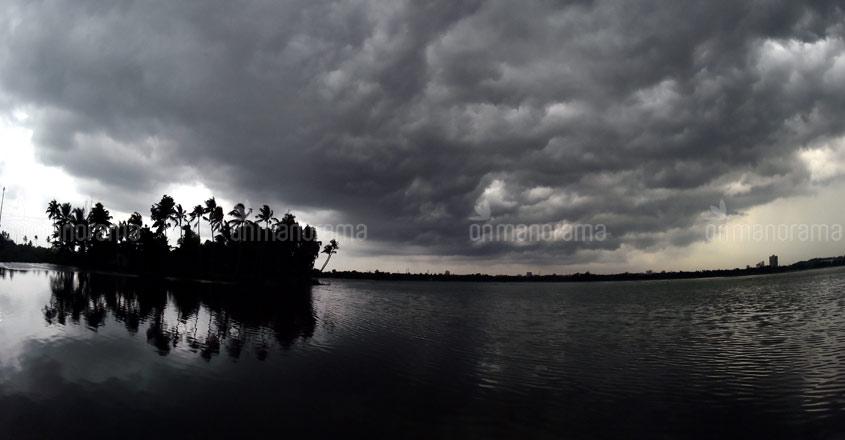 Heavy rains expected in Kerala on Dec 1, 2; red alert in Idukki