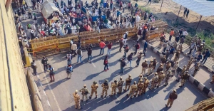 Farmers' march: Protesters stay put at borders, to decide on future course of action