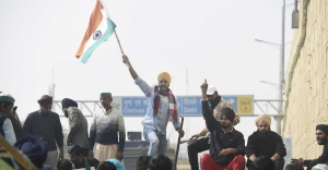 Farmers stir gathers steam as more protestors converge on Delhi borders
