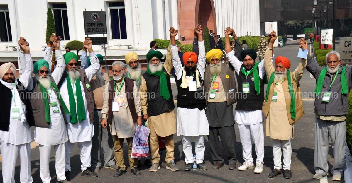 Govt-farmers talks deadlocked, next meeting on Saturday