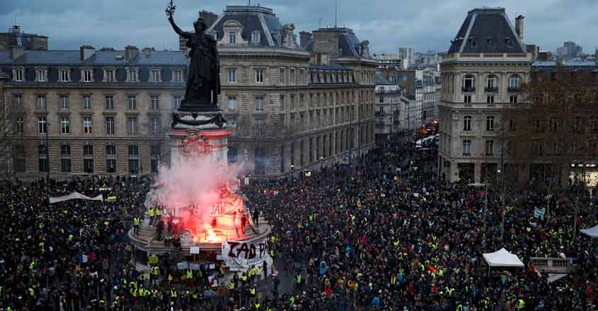 Raging 'yellow vests' protests know no ideological barriers