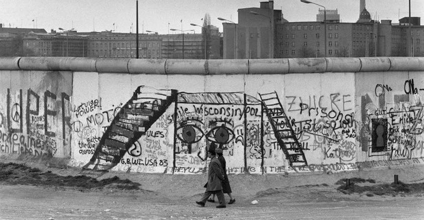 Sombre mood as Germany marks 30 years of fall of Berlin Wall