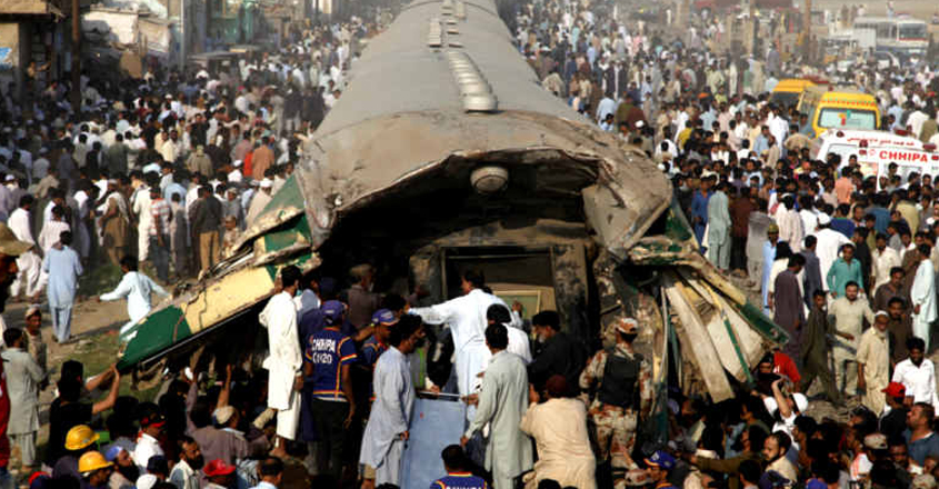 16 killed, over 80 injured in Pakistan train collision