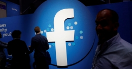 Facebook suspends 'tens of thousands' of apps in privacy review