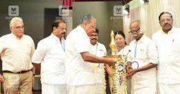 Kerala CM lauds Malayala Manorama's numero uno position