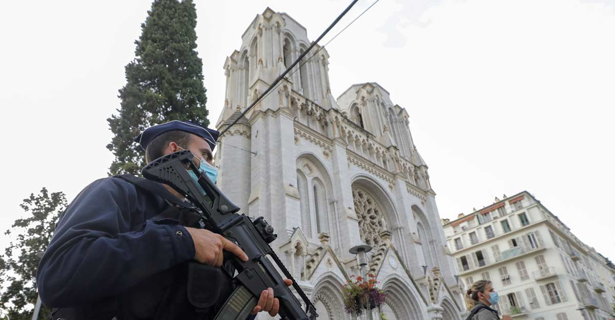 Three dead as woman beheaded in attack in French church