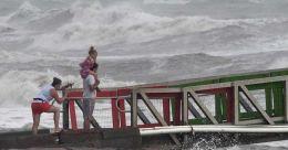 Hurricane Hanna batters COVID-hit Texas coast